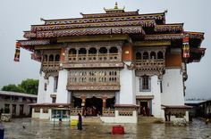 The stunning Gangtey monastery to be visited on your Bhutan honeymoon