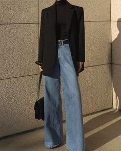 Oui au jean flare porté en mode chic, Best Picture For short Blazer Outfit For Your Taste You are looking for something, and it is going to tell you exactly what y Look Fashion, Trendy Fashion, Korean Fashion, Winter Fashion, Vintage Fashion, Vintage Style, Fashion Black, Classy Fashion, Dress Vintage