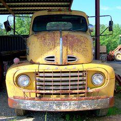 That's one big old truck! 1951 Ford Truck, Old Ford Trucks, Old Pickup Trucks, Gm Trucks, Car Ford, Cool Trucks, Vintage Trailers, Vintage Trucks, Station Wagon