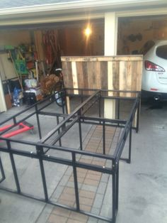 Steel frame + Cut pallet wood = Awesome bed