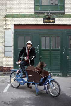 nice setting for a photo of a bike cart (and its recipients), and Bravo for this dog's life! Janne Peters - Fotografie, Food, Stills, Interior, Fotografin, Fotograf, Hamburg http://www.jannepeters.de/index.php?id=55=1#
