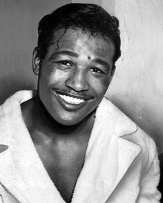 A head and shoulders portrait of boxing champion Sugar Ray Robinson after his victory over Bobo Olsen April 19 1952 Sugar Ray Robinson, Prophets In Islam, Muhammad Ali Boxing, Boxing History, Boxing Champions, Sport Inspiration, American Sports, Sports Figures, Head & Shoulders