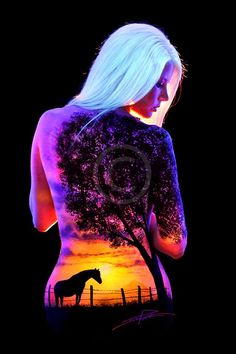UV body painting & photograph by John Poppleton. Photographie Art Corps, Female Body Paintings, Face Paintings, Art Tumblr, Body Art Photography, Professional Portrait, Fantasy Kunst, Fantasy Art, Light Art
