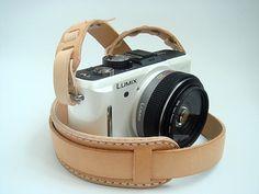 LOVE this camera strap