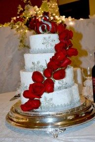 32 New ideas wedding winter cake red roses wedding winter – Wedding İdeas Red Silver Wedding, Round Wedding Cakes, Red Rose Wedding, Wedding Cake Rustic, Fall Wedding Cakes, White Wedding Cakes, Elegant Wedding Cakes, Wedding Ideas, Wedding Stuff