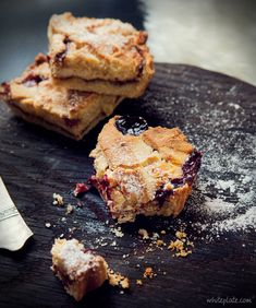 Ciasto kruche z serem i dżemem truskawkowym – White Plate