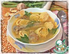 """Гороховый суп с чесночными рулетиками """"Гороховый суп с чесночными рулетиками"""": Суп Вода — 2,8 л Окорочок куриный (весом 600г) — 2 шт Горох — 100 г Лук репчатый — 1 шт Морковь — 1 шт Зелень (по вкусу) Соль (по вкусу) — 1 ст. л. Перец черный (по вкусу) Рулетики Яйцо куриное — 2 шт Соль (щепотка) Мука пшеничная (~) — 160 г Чеснок (по вкусу) — 4 зуб. Масло сливочное — 40 г"""