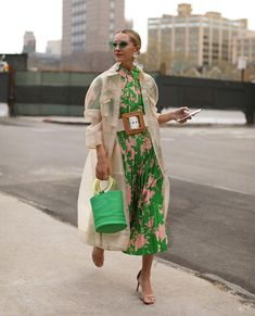 Blair Eadie / Atlantic-Pacific - love the pink and green combo Fast Fashion, Look Fashion, Spring Fashion, Fashion Design, Cool Street Fashion, Street Chic, Fashion Art, Fashion Beauty, Look Street Style