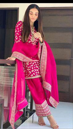 Head Over Heels, Girls Dp, Stylish Girl, Salwar Suits, Kimono Top, Sari, Pink, Collection, Instagram