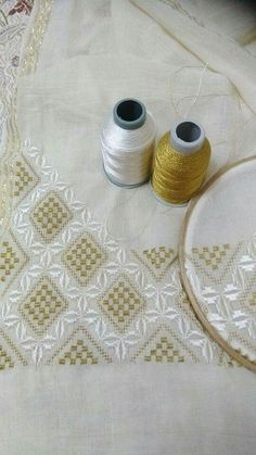This pin was discovered by sed – Artofit Hardanger Embroidery, Beaded Embroidery, Hand Embroidery, Bargello, Drawn Thread, Embroidery Needles, Embroidery Techniques, Diy Flowers, Crochet