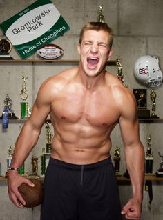 There's a new verb in the NFL lexicon, courtesy of Patriots All-Pro tight end Rob Gronkowski and his brothers. Gronk Patriots, New England Patriots Football, Patriots Fans, Fitness Before After, Muscle Fitness, Muscle Men, Mens Fitness, Rob Gronkowski Shirtless, Cover Boy