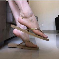 Lovely Legs, Gorgeous Feet, Feet Soles, Women's Feet, High Heels, Shoes Heels, Flats, Barefoot Girls, Sexy Legs And Heels