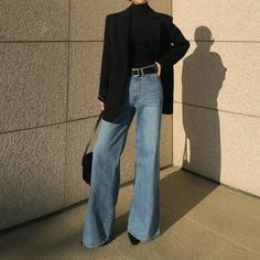 Relaxing Wide Leg Jeans Ideas That Trending On Summer 2019 38 Look Fashion, Hijab Fashion, Korean Fashion, Winter Fashion, Fashion Outfits, Fashion Shirts, Fashion Hacks, Fashion 2020, Fashion Clothes