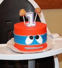 #Robot #SmashCake - We added 2 donut holes for antenna. - Robot Birthday Party #robotparty #Albertsons #robotcake