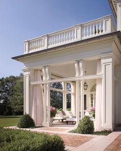 stunning covered porch / sunroom with balcony ♥ Chagrin Falls, Ohio Dream Home Design, My Dream Home, Classic House Design, Modern Design, Outdoor Rooms, Outdoor Living, Outdoor Seating, Indoor Outdoor, Outdoor Patios