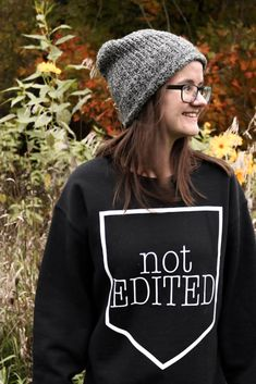 Canadian fall fashion 2018 What to wear this fall and autumn How to look cozy and stylish Autumn Fashion 2018, Sweater Weather, What To Wear, Winter Hats, That Look, Cozy, Stylish, Sweatshirts, Board