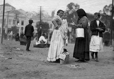1910 - Encontro de Mulheres Próx. Mercado dos Capirias - Vincenzo Pastore - IMS