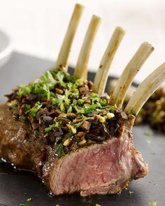 Een edel stukje vlees, lamskroon, en erg lekker met een marinade met olijven. Ideaal voor op de barbecue.
