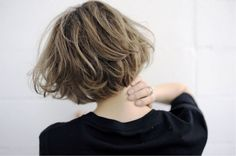Image discovered by あさみ. Find images and videos on We Heart It - the app to get lost in what you love. Hair Lights, Light Hair, Short Hairstyles For Women, Cool Hairstyles, Trendy Haircuts, Hair Inspo, Hair Inspiration, Shot Hair Styles, Hair Arrange
