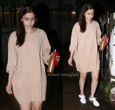 Cute Dress Outfits, Casual Outfits, Celebrity Outfits, Celebrity Style, Alia Bhatt Hairstyles, Alia Bhatt Photoshoot, Aalia Bhatt, Indian Heroine, Alia Bhatt Cute