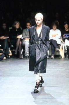 Comme des Garçons Fall 2000 Ready-to-Wear Collection Photos - Vogue