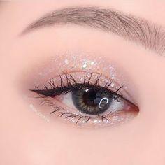 Korean Eye Makeup, Asian Makeup, Kawaii Makeup, Cute Makeup, Kiss Makeup, Makeup Art, Eyeshadow Makeup, Makeup Cosmetics, Creative Makeup Looks