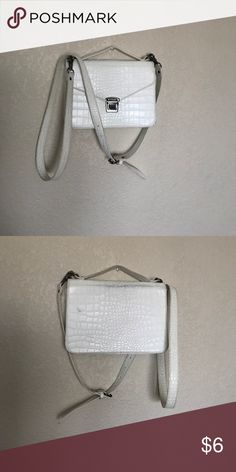 Cute cross body purse Cute cross body purse. Does have black Jean marks on back side but still beautiful purse Forever 21 Bags Crossbody Bags