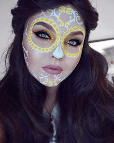 Face painting Skull 33 Simple Sugar Skull Makeup DIY Halloween Makeup Ideas - Education and lifestyle Candy Skull Makeup, Halloween Makeup Sugar Skull, Sugar Skull Costume, Cute Halloween Makeup, Halloween Kostüm, Skull Face Makeup, Vintage Halloween, Halloween Costumes, Maquillage Voodoo