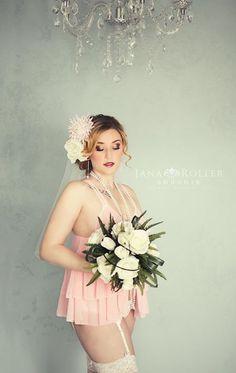 Beautiful bridal boudoir with flowers Jana Roller Boudoir