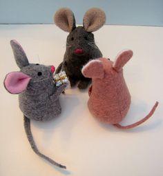 Mouse pattern PDF 4 inch tall wool felt toy door Memorylanepatterns