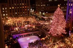 Rockefeller Center, New York City - NY Daily News via Getty Images Christmas Love, Christmas Images, Beautiful Christmas, Christmas Lights, Christmas Things, Midnight City, Story Of The World, Merry And Bright, Holiday Travel