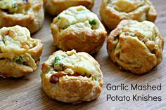 Garlic Mashed Potato Knishes - What Jew Wanna Eat Garlic Mashed Potato Knishes-. Garlic Mashed Potato Knishes – What Jew Wanna Eat Garlic Mashed Potato Knishes- made with a secr Thanksgiving Potluck, Mini Apple Pies, Garlic Mashed Potatoes, Apple Pie Recipes, Apple Desserts, Potato Recipes, Potato Dishes, Mini Desserts, Fall Desserts