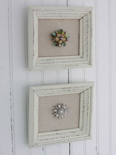 Vintage Jewelry Art Frames aren't just for prints and pictures! Get the tutorial for how to frame antique brooches. Vintage Jewelry Crafts, Old Jewelry, Jewelry Art, Jewelry Accessories, Jewelry Sites, Jewellery Shops, Vintage Jewellery, Silver Jewellery, Cuadros Diy