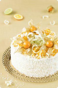 Brazilian Orange cake / Bolo de Laranja:Bolo de laranja:  3 ovos grandes 1/2 xícara de açúcar 1/4 xícara quente (quase fervendo), suco de laranja fresco 1 xícara de farinha 1/4 xícara de amido de milho Meia colher de chá de fermento em pó raspas de metade de uma laranja