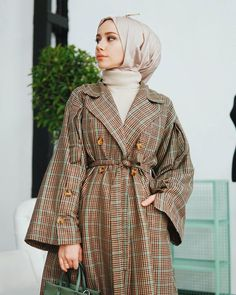 Modern Hijab Fashion, Muslim Women Fashion, Modest Fashion, Skirt Fashion, Fashion Dresses, Mode Abaya, Mode Hijab, Hijab Style Tutorial, Hijab Trends