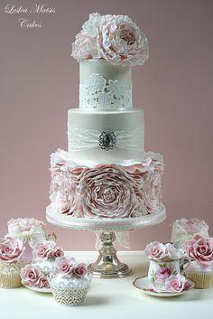 Big peonies wedding cake... Minus the brooch.