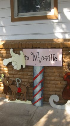 101 Outstanding Christmas Hallway Decoration For Inspiration - Grinch Party, Grinch Christmas Party, Grinch Who Stole Christmas, Xmas Party, Christmas Hallway, Christmas Yard, Office Christmas, Noel Christmas, Family Christmas