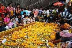 January Festivals in Thailand - Phra Phutthabat Homage Paying Fair (งาน นมัสการ รอย พระพุทธบาท)