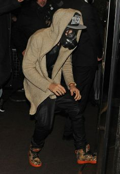 JB rockin a gas mask, keepin it GANGSTA on the south side