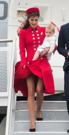 Pin for Later: 33 Relatable Fashion Moments Straight From the Royals When Your Skirt Is Blowing Up, but You've Got a Baby on Board Kate Middleton. Kate Middleton Legs, Kate Middleton Outfits, Kate Middleton Photos, The Duchess, Duchess Of Cambridge, Princesse Kate Middleton, Kate And Meghan, Estilo Real, Queen Outfit