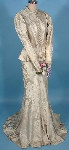 Wedding Dress, ivory silk brocade, ca. shown here with matching long-sleeved ivory silk brocade jacket (original matching lace bouquet holder shown separately), via Antique Dress. Vintage Outfits, Vintage Gowns, Vintage Mode, Vintage Bridal, Vintage Weddingdress, Bridal Gowns, Wedding Gowns, 1930s Wedding, 1930s Fashion
