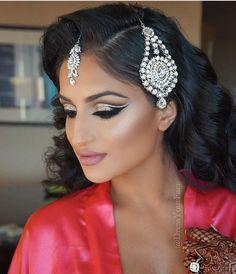 70 Beautiful Ideas for Asian Bridal Makeup Looks - Braut Makeup Indian Eye Makeup, Asian Bridal Makeup, Indian Wedding Makeup, Wedding Makeup For Brown Eyes, Bridal Makeup Looks, Indian Bridal, Indian Makeup Looks, Arabic Makeup, Bollywood Makeup