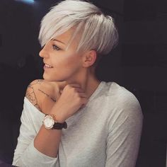 Cutest Short Blonde Pixie Haircut Styles for 2018 Superkurzer Pixie, Short Blonde Pixie, Short Pixie Haircuts, Pixie Hairstyles, Short Hair Cuts, Pixie Cuts, Blonde Hairstyles, Hairstyles 2018, Fringe Hairstyles