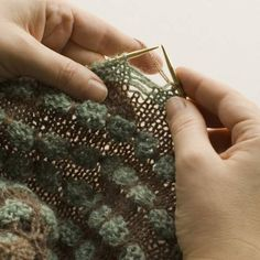 Pop Spots Special Techniques Hereare detailed explanations and step-by-step pictures for dropping and laddering Pop Spots Stitches. dlk and dlkyok Knit 3 stitches, drop the stitch on your left ha...