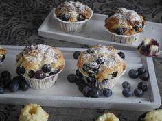 Die gehen immer: Sanfter Rührteig mit frischen Blaubeeren in hübscher kleiner Muffin-Form.  Für 6 Stück 1 Ei 65 g Butter 70 g Zucker 1 Prise Salz 175 g Mehl 1/2 TL Backpulver 60 g Quark 120 g…