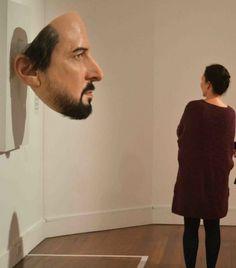Exposição de obras de Sam Jinks. Body in Time. Museu de Arte Shepparton.