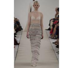 Le défilé haute couture 945 Sala Bianca de Valentino http://www.vogue.fr/mariage/tendances/diaporama/le-defile-haute-couture-945-sala-bianca-de-valentino-a-new-york-mariage-robes-de-mariee/21593/image/1122657#!44