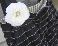 DIY purse. Love this material for ruffle. Has link to pattern