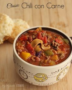 Classic Chili con Carne that I have been making for 20 years in my slow cooker or crockpot. it's comfort food, flavourful and hearty chili that is an all-time family favourite.