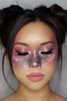 Looking for for ideas for your Halloween make-up? Browse around this website for cute Halloween makeup looks. Creative Makeup Looks, Simple Makeup, Natural Makeup, Basic Makeup, Alien Make-up, Alien Girl, Helloween Make Up, Cute Halloween Makeup, Halloween Halloween